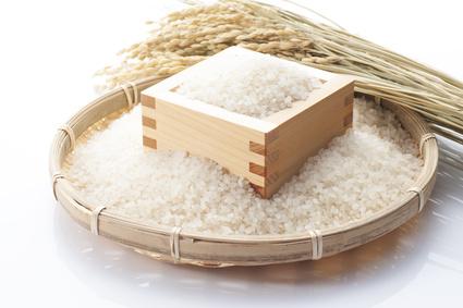 稲穂と枡にはいった白米